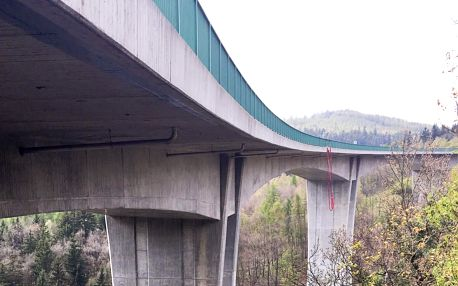 Bungee jumping, skok z mostu v Chomutově