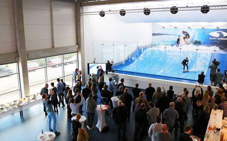 Indoor surfing na trenažéru, včetně instruktáže, vybavení a videozáznamu jízdy. Surfejte po celý rok!
