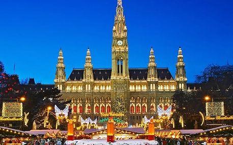 Adventní Vídeň a vánoční trhy v rakouské metropoli, ochutnejte svařák nebo tradiční punč.