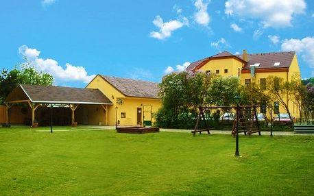 3 až 6denní pobyt pro 2 s polopenzí a lahví vína v hotelu Dermot v Moravském krasu