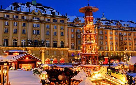 Vánoční adventní trhy v Drážďanech, saské speciality, durynský bratwurst, bramborák s jablečným pyré