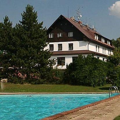 Podzimní wellness s procedurami a s polopenzí pro dva ve Wellness&Relax hotelu Hrazany.
