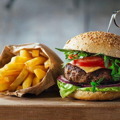 Švejk burger s hranolky pro 1-2 osoby v Praze