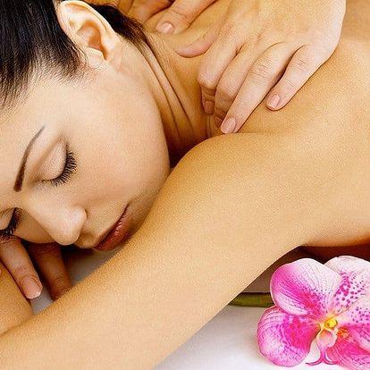 Relaxační havajská masáž s použitím nahřátého oleje