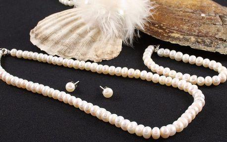 Elegantní perlový set se stříbrnými náušnicemi