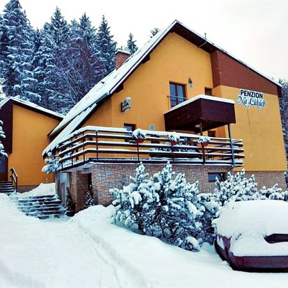 Zimní dovolená: Beskydy v penzionu se saunou a polopenzí + sleva na skipas