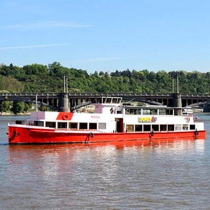 Vyhlídková plavba lodí po Vltavě, 1 - 3 hodiny plavby s možností rautu a hudby pro 1 osobu.