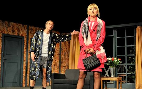 Vstupenka na divadelní komedii Vztahy na úrovni