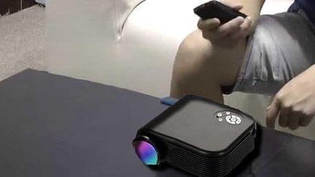 Přenosný mini LED projektor