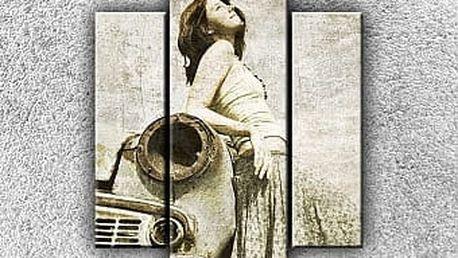 žena na starém autě 1