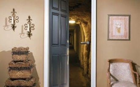 Živá dekorace na Dveře - vstup do podzemí