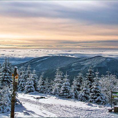Zimní dovolená v Krkonoších v horské chatě s polopenzí a saunou + dítě až do 9 let zdarma