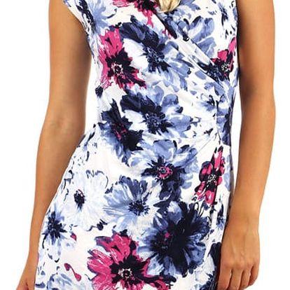 Květinové šaty se zavinovacím efektem i pro plnoštíhlé