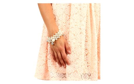 Masivní perlový náramek s přívěsky krémová