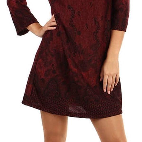 Dámské šaty áčkového střihu - i pro plnoštíhlé červená