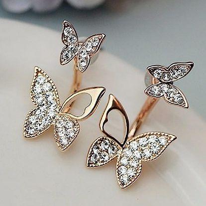 Krásné a velmi elegantní zlaté náušnice s motýlem potěší každou ženu, která má ráda přírodní motivy.