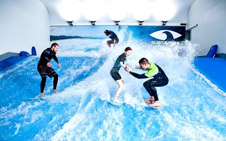 Hodina surfování pro začátečníky i pokročilé, včetně instruktáže, zapůjčení neoprenu, prkna, videozáznam jízdy.