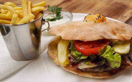 """Bosenský burger """"Special"""" s hranolky v Maškovce"""