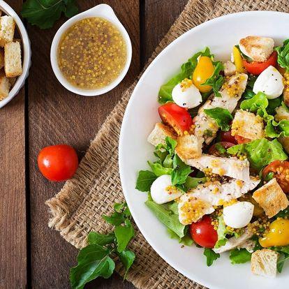 Salát podle vaší chuti a pomerančový fresh