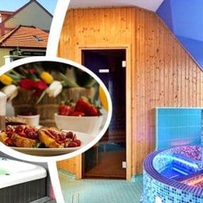 Romantický Kroměříž - 2 až 4 dny pro dva s polopenzí, degustací vín, wellness, bowlingem a zábalem