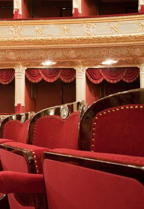 Dárkový poukaz do divadla