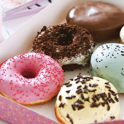 Jakýkoli sladký koblížek a káva od Mr. Donut