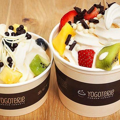 200 g frozen yogurtu s ovocem a posypy