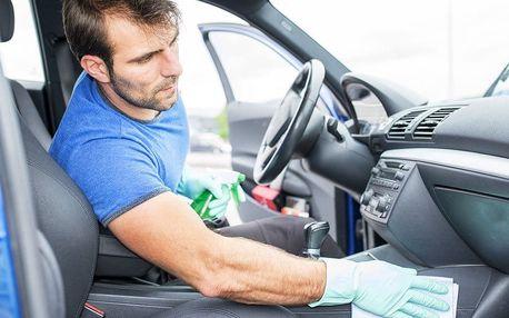 Čištění interiéru i plastů auta včetně tepování