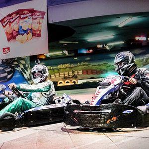 2 svižné jízdy v motokáře po dvoupatrové dráze