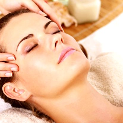 Hodinová indická masáž hlavy pro odbourání stresu