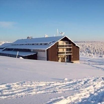 Mikuláš, vánoce nebo lyžovačka v Krkonoších. Polopenze, sauna, čerstvé houstičky, dětský koutek.
