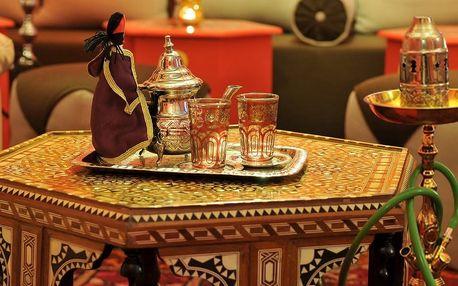 Voňavá vodní dýmka a konvička libovolného čaje
