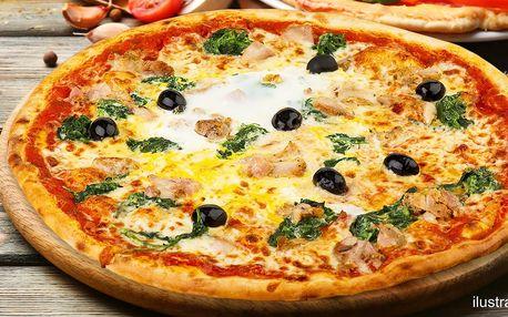 Dvě libovolné pizzy připravené v peci na dřevo