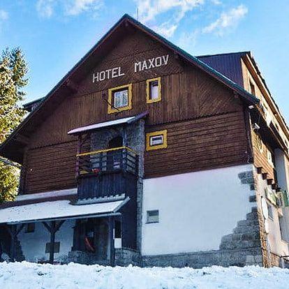 3–6denní mikulášský nebo vánoční pobyt pro 1, 2 nebo pro rodinu v hotelu Maxov v Jizerkách