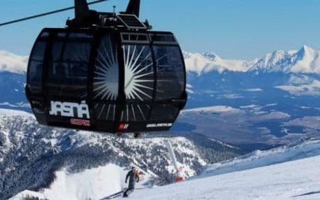 First minute lyžování na Chopku se snídaní a lahví vína