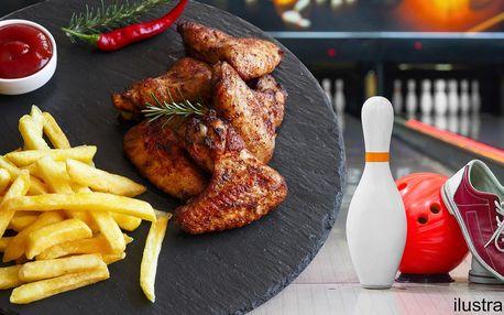 Kilo dobrot a hodina zábavy: BBQ křídla + bowling