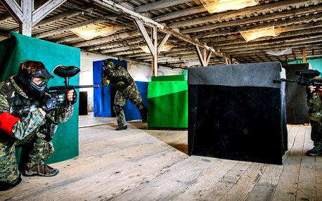Hodinová paintballová střílečka v parádní hale