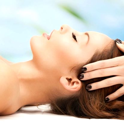 Indická antistresová masáž hlavy v délce 30 minut