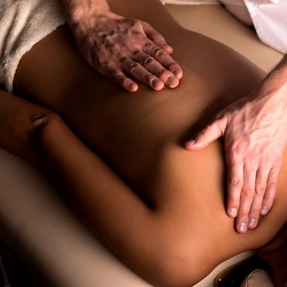 45minutová masáž zad pro uvolnění zádového svalstva