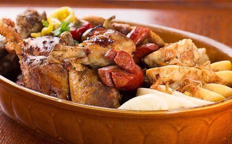 Pekáč plný masa na Staroměstském náměstí