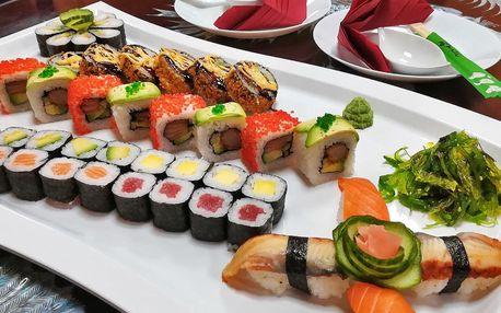 42 kousků sushi v rafinovaně sestaveném setu
