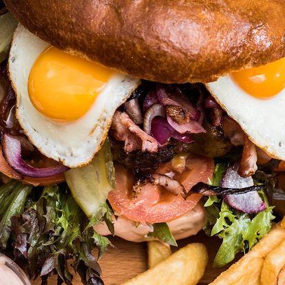 Obří hamburger pro 4 osoby i s hranolky