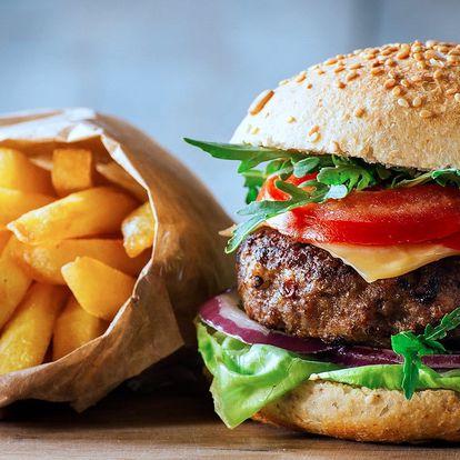 Pořádný burger s domácími hranolky a tatarkou