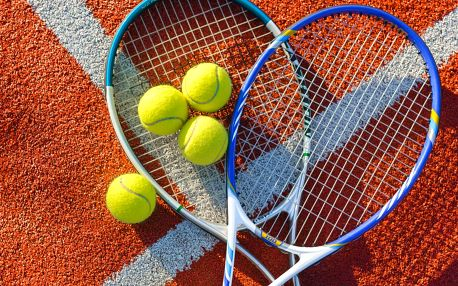 Hodina tenisu v hale i přenosné permanentky