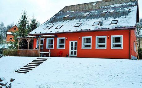 Zimní Orlické hory v Hotýlku Na Mlýně blízko středisek Čenkovice a Červená voda s polopenzí a wellness, i děti do 14, 99 zdarma