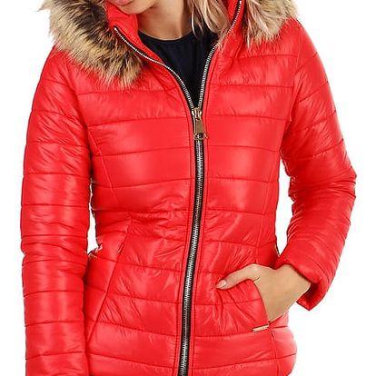 Krátká lesklá bunda s kožíškem červená