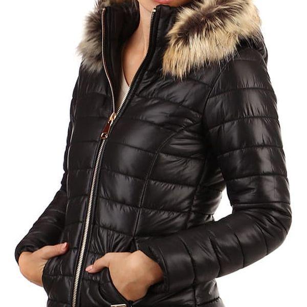 Prošívaná dámská krátká bunda s kožíškem černá