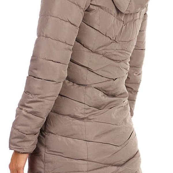 Zimní bunda zateplená kožíškem i pro plnoštíhlé tmavě modrá2