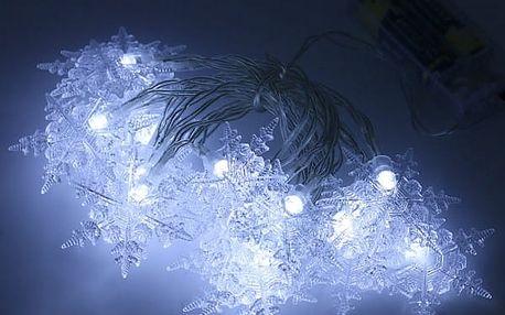 Vánoční světýlka ve tvaru sněhových vloček