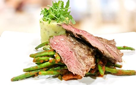 Flank steak se šťouchanými bramborami